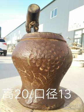民国时期,浮雕向阳花铸铁捣药缸,尺寸特大,15斤左右,包浆自然,保存完好,可正常使用