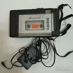 进囗盒式磁带录放机。