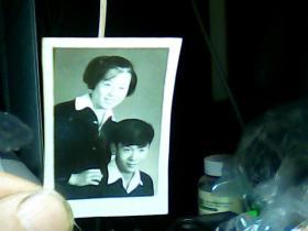 1寸黑白照片 男女青年!