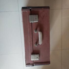 早期百乐牌手风琴一架,原配装木箱一个品好!