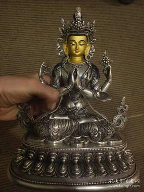 海外回流,约清末时期,顶级工匠打造,纯银镶宝石四臂观音一尊    高24厘米    重2680克   支持银楼检测。