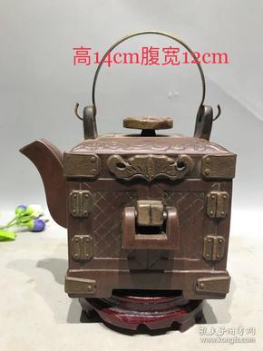 老紫砂壶,奇壶怪壶挂锁百宝箱壶,造型独特,砂质上乘,包浆浑厚,皮壳老辣,品相极好。高14cm,宽12cm精致茶具
