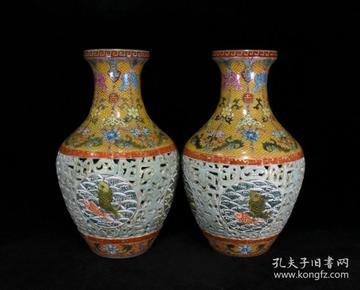 清乾隆珐琅彩描金雕刻镂空鱼藻纹赏瓶一对 41x23