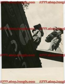 1930年代山西大同碳矿露天煤矿&装卸工人搬运煤炭到华北交通会社运煤专列2张,煤炭资源被掠夺经由殖民铁路机构华北交通会社货运火车运出