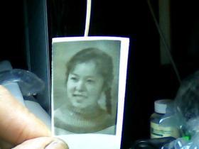1寸黑白照片 女青年头像: