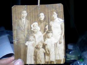 50年代黑白照片 穿西服和旗袍合影