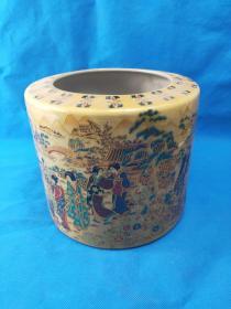 清乾隆,珐琅彩笔筒,造型精美,绘画花卉合寿桃精细 包浆极好 大气,值得收藏,重约4斤