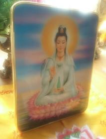书桌前摆放 观世音菩萨 佛像(约大16开书大小)