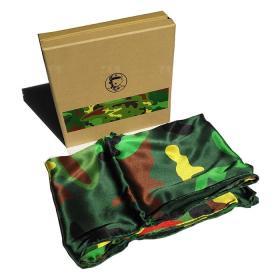 著名当代艺术家、中国当代美术研究院油画院院长 沈敬东 2014年艺术衍生作品 《迷彩真丝围巾》一条(真丝,尺寸:80x80cm)  HXTX106300