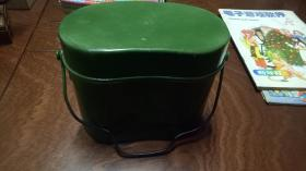 可能是二战时期或是伪满时期的日本饭盒(盒盖和表面里面多处有刻字标记编号,具体看图和描述) 规格17 × 9.7× 14cm