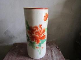 文革花卉图老帽筒-3