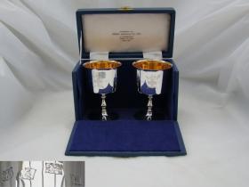 英国回流伊丽莎白女王二世限量版纯银古董 高脚杯 重量:298克 杯身内部镀金,原盒原装。25378#