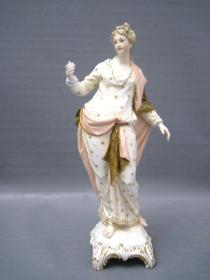 德国KPM皇家瓷厂古董新艺术人物瓷塑像 年代:约1900年前后 尺寸:高20CM 手部有修复,见图 72626#