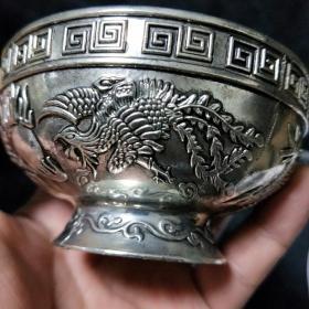 精美铜鎏银碗,敲打声音回声悠长,龙凤呈祥图,浮雕做工精良工艺精致上档次,整器制作规范,古朴雄浑 。尺寸重量品相如图..