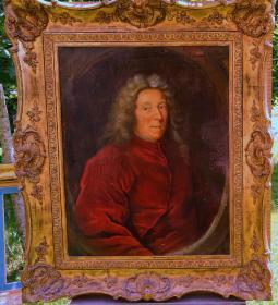 法国18世纪古董人物肖像油画 尺寸:111×94CM 材质:布面油画 画面描绘了一位路易十四时期贵族男子的形象,框为20世纪的老框,画布背后有老衬。12633#