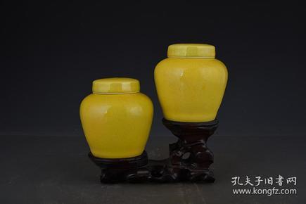 明成化黄釉暗刻龙纹天字罐