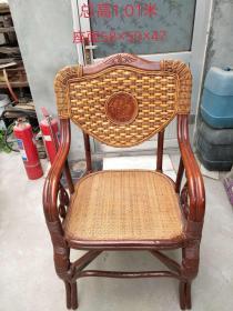 竹藤老板椅,用料厚重,分量十足,做工精细,竹藤结合,古雅韵净,磅礴大气,总高101cm,座面长58cm,宽50cm,高47cm