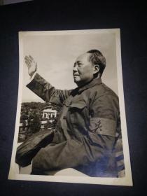 毛主席接见红卫兵的照片一张(15.4*11CM)
