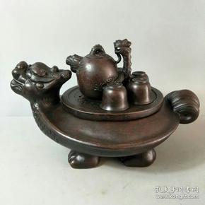紫砂龙龟壶茶具一套,托盘加茶壶一把,茶碗一套,保存完整,品相及尺寸如图,收藏摆设佳品。收藏及馈赠摆设佳品