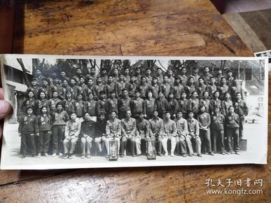 1956年参加江苏省第一届大学生运动大会南京大学田径、体操、举重代表队合影照片
