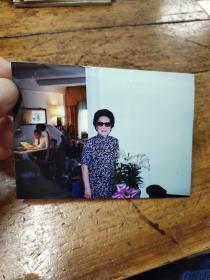 1993年徐志摩儿子在阅读照片