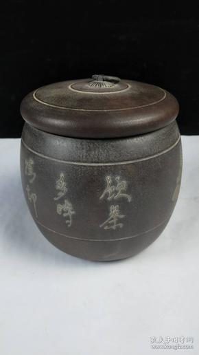 下乡收来老紫砂罐一个,做工精细,保存完整,尺寸如图,直径13cm,高15cm,可用来做茶叶罐。收藏摆设及馈赠佳品