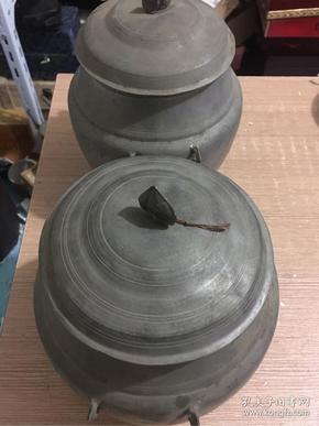 民国四耳老锡罐一对,高约22厘米,直径约17厘米,重2184克,品佳'