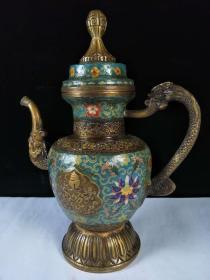 紫铜景泰蓝酒壶一把,做工精细,保存完整。尺寸重量如图所示,重6.1斤,高31cm,长25.5cm