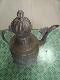 十分罕见边疆制造雕刻花纹(点锡奶茶壶)1把。