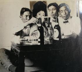民国时期日本人聚会饮酒照片