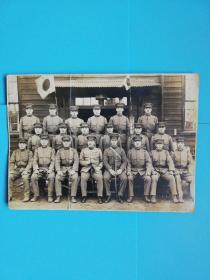 侵华铁证.日本关东军高崎第十五联队某中队合影老照片长15宽10.7厘米
