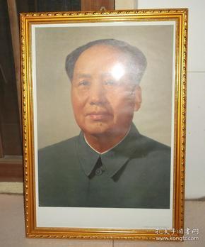 带框1976年印刷毛主席标准像毛泽东宣传画像,可马上悬挂,省事得很。画品相好,框新,画老