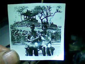 1寸半黑白照片 俩大人俩小孩