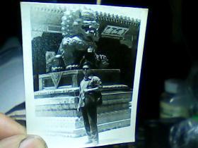 2寸黑白照片 男青年。