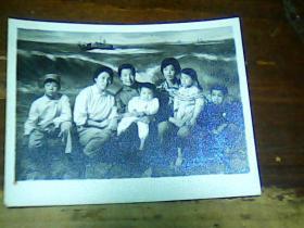 2寸黑白照片 合影