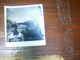 1寸半黑白照片仨男青年