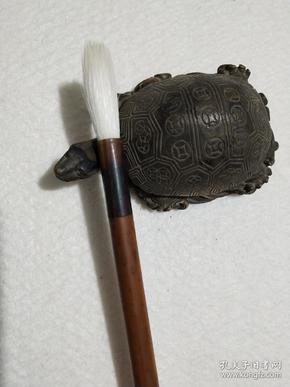 宿羊毫老毛笔,出锋*口径为4*1厘米,纯动物毛,笔杆前端是牛骨头的,非常好写,是很好的创作用笔。