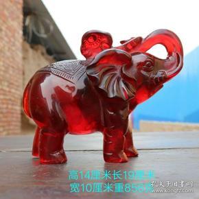 清晚期精品琥珀大象摆件,雕工精致,包浆厚重,用料上品,磨损自然,品相完整,成色如图