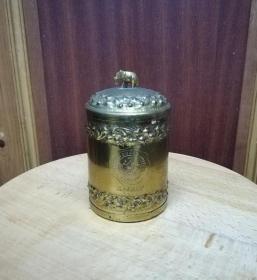 一个精美的民国铜鎏金茶叶罐