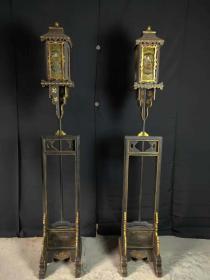 楠木漆器描金人物宫灯一对,保存完好,人物栩栩如生,适合收藏摆放之佳品