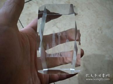 新上海玻璃摆件一件