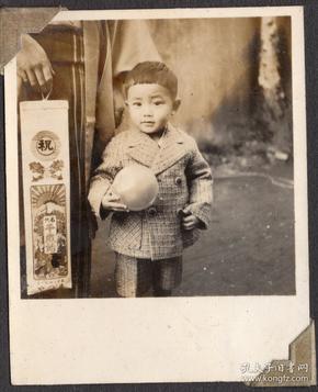民国时期 超级可爱的日本小男孩 儿童抱着球 银盐老照片