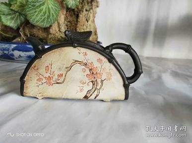 精品紫砂,纯手工制作,独特造型,绘制精湛,一支红杏出墙头,值得拥有收藏。