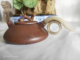 紫砂壶,镶玉,品相完整,收藏品,好物件不解释,喜欢私聊。