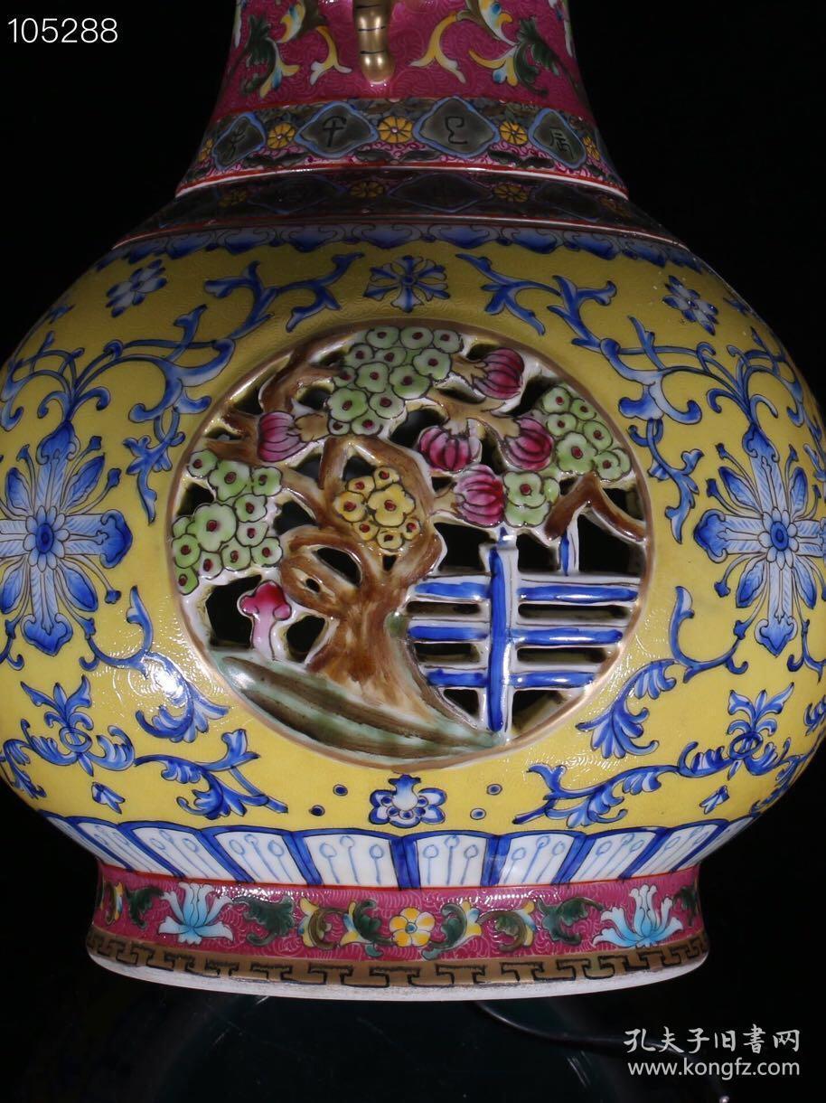 乾隆 粉彩描金镂空夔龙纹转心葫芦瓶