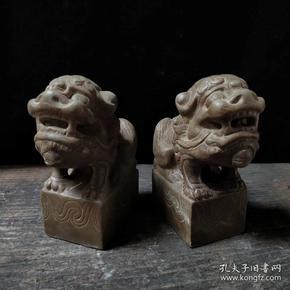 鱼籽石案头小狮子镇宅辟邪 招财纳福 尺寸12.5*6.3*14.3厘米 重量 6斤