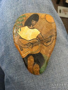 石头画(弹吉他的女孩)