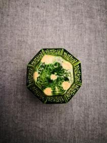 唐代三彩绿釉八方粉盒