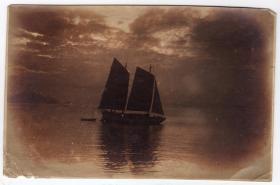 民国报纸图片类----民国原版老照片1930年前后时间,海上或江里的帆船