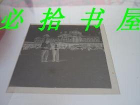 老底片  老沈阳火车站前夫妻合影